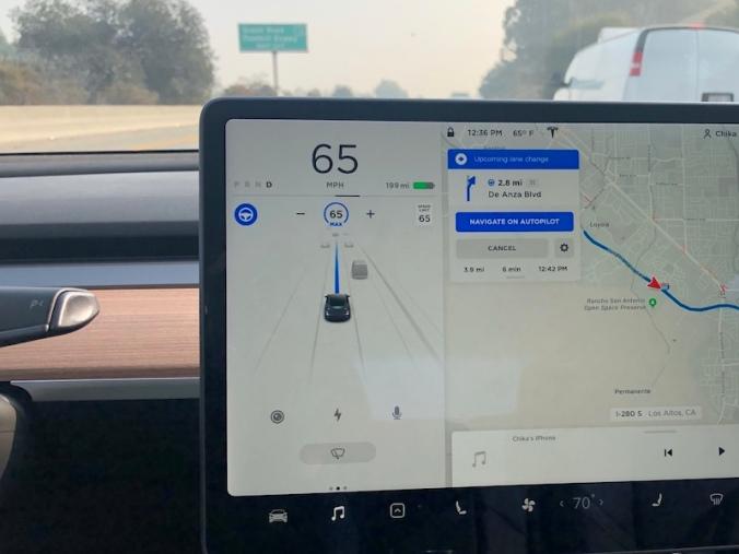 Tesla_autodrive